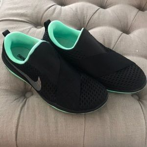 Nike Free Connect Cross Trainers